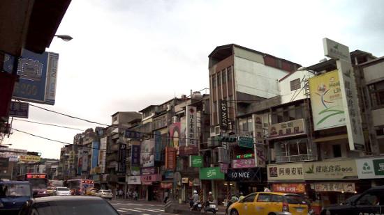 政治大学の近くの中國科技大學の学生街です。
