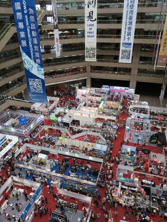 会場を貿易センタービル5階から俯瞰
