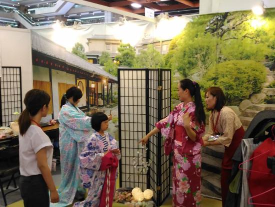 静岡県の旅館による着物の着付け体験